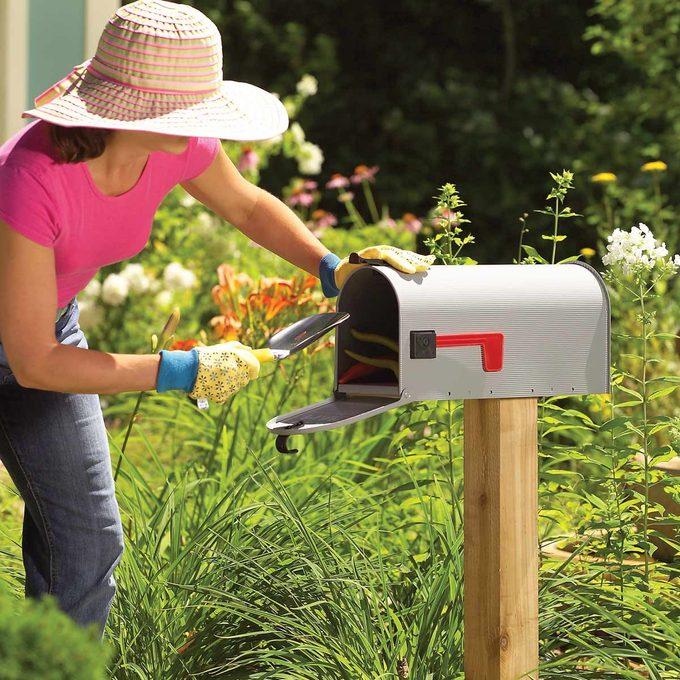 FH05OCT_462_08_100 garden tool mailbox hideaway