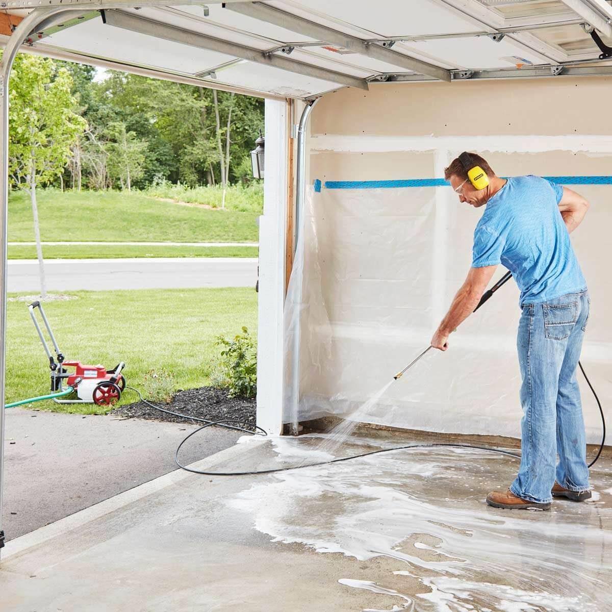 FH17ONO_582_06_033 power wash garage floor