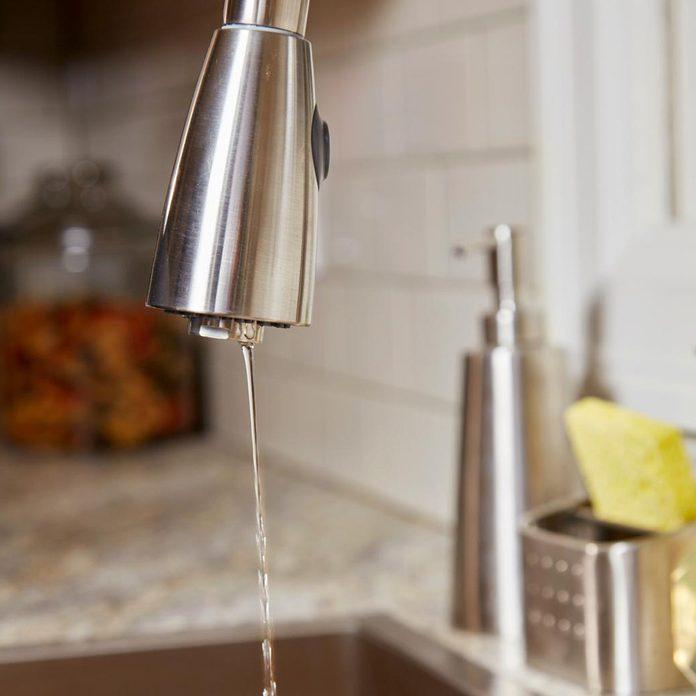 FH18DJF_583_07_014 running faucet