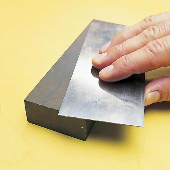 polishing a cabinet scraper