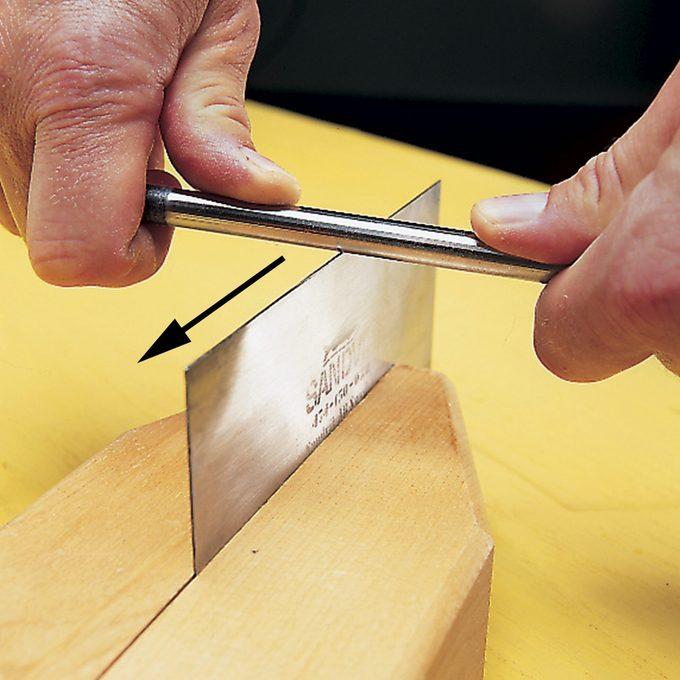 burnishing a cabinet scraper