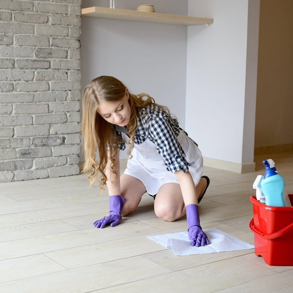 dfh5_shutterstock_366760406 clean the wood floor finish restorer