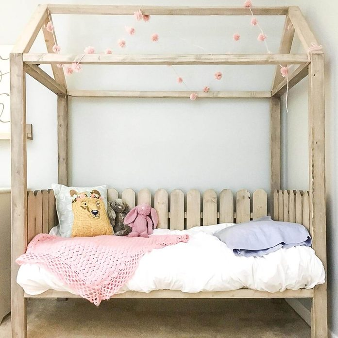 diy-toddler-house-bed