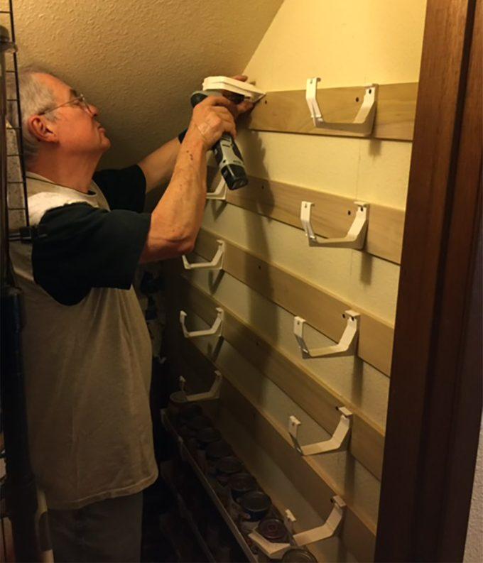 reader installing gutter can storage