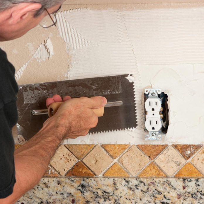 shutterstock_116518936 install tile backsplash