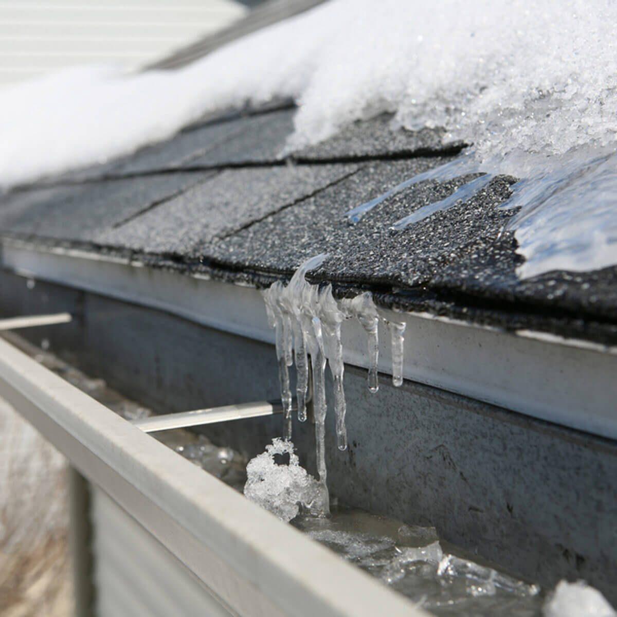 shutterstock_163102562 ice dam gutter