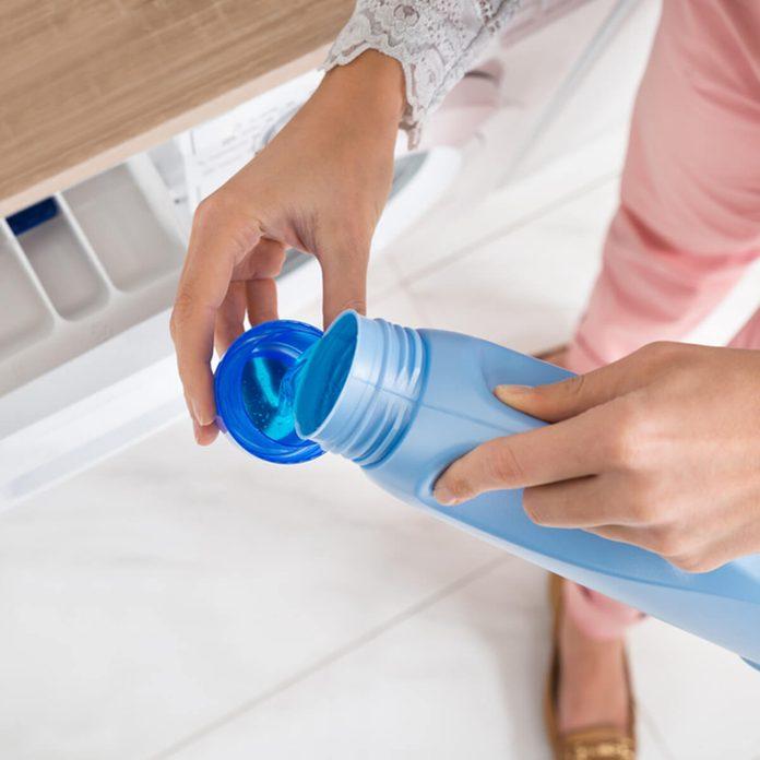 shutterstock_306280355 laundry detergent