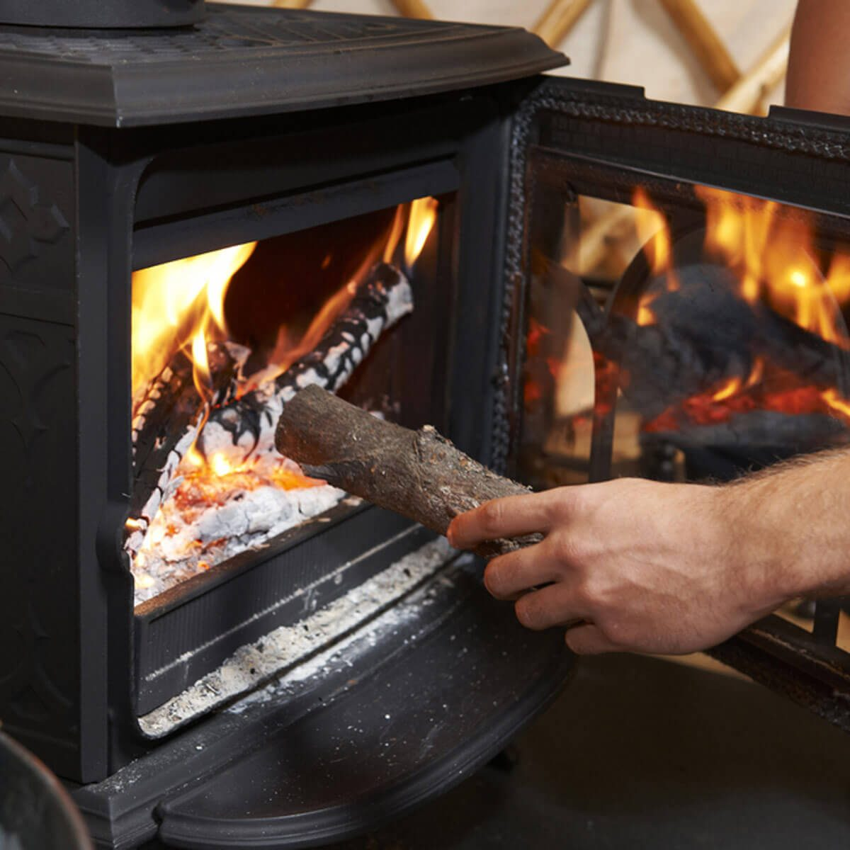 shutterstock_347112407 wood burning stove