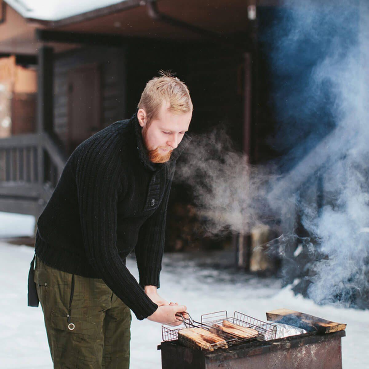 shutterstock_364592408 winter grilling outside
