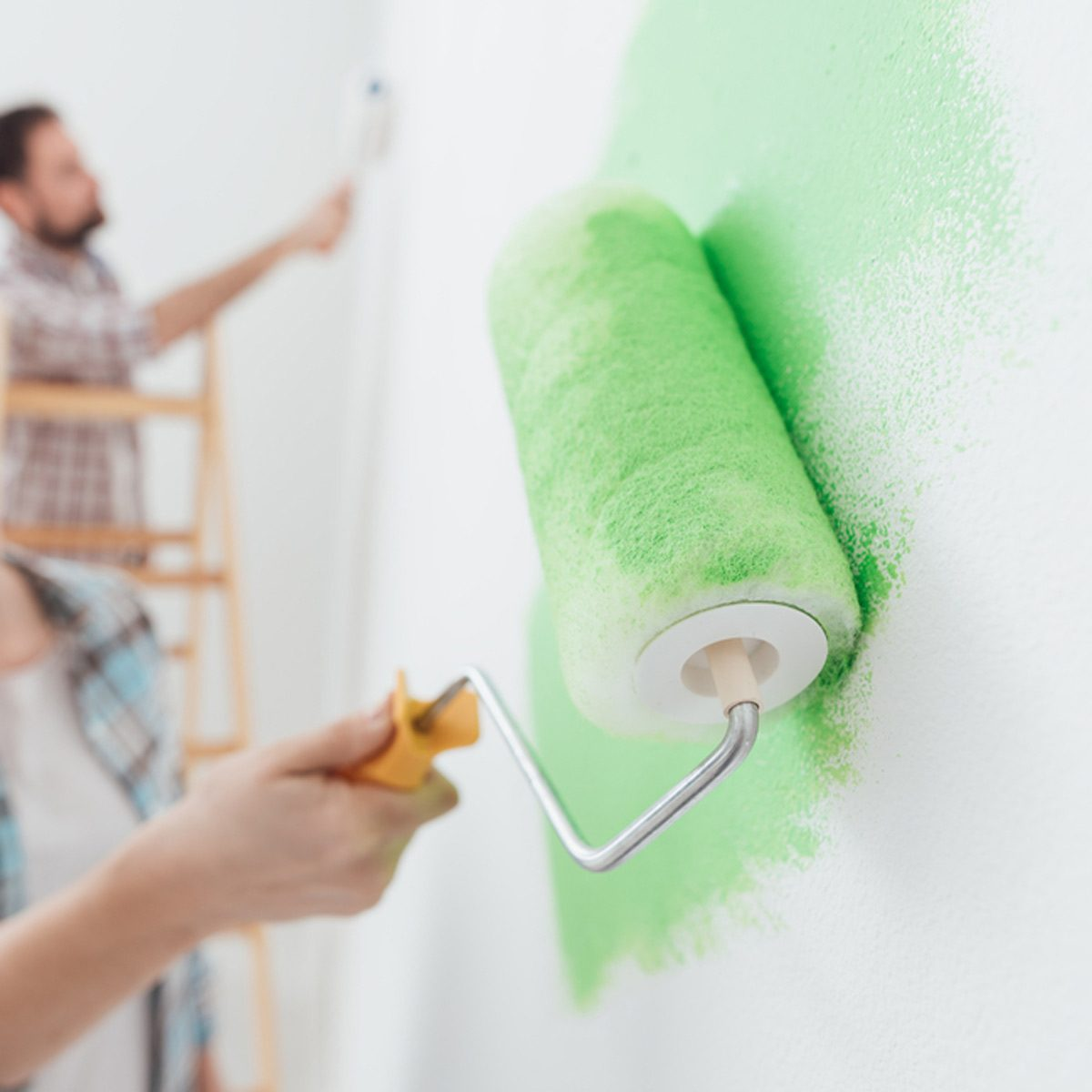 shutterstock_551801428 paint the wall