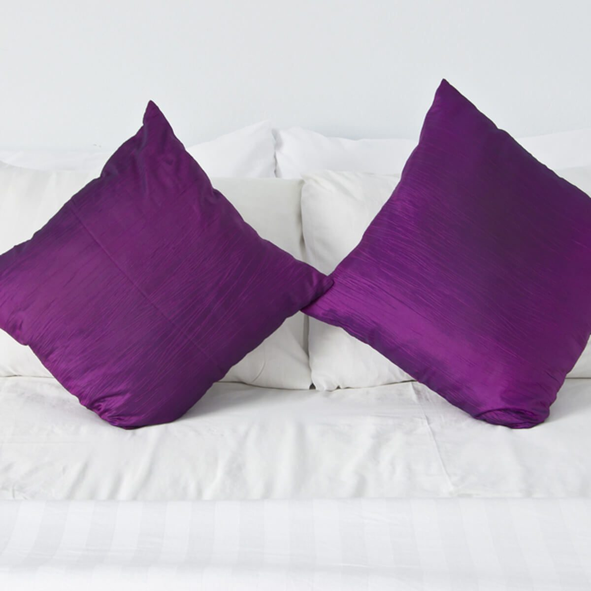 shutterstock_83025514 purple bed pillows
