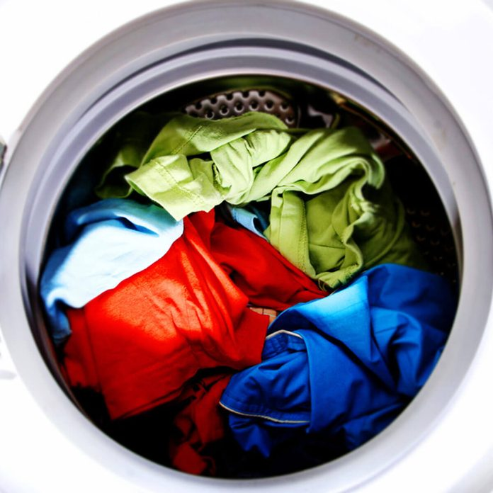 shutterstock_95680816 laundry wash bright colors laundry hack