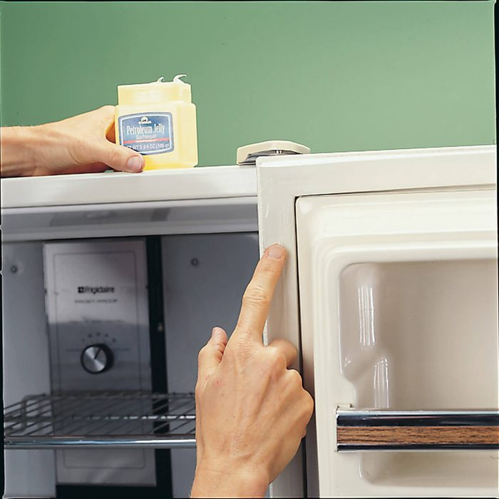 Clean Refrigerator Seals