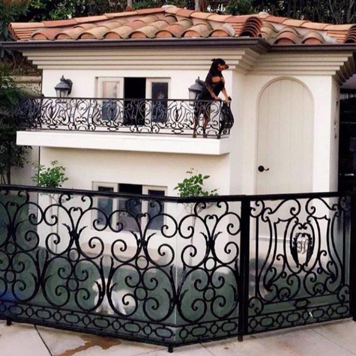 paris hilton mini mansion dog house