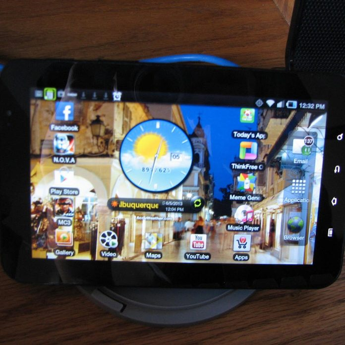 DVD/CD Spool Stand tablet