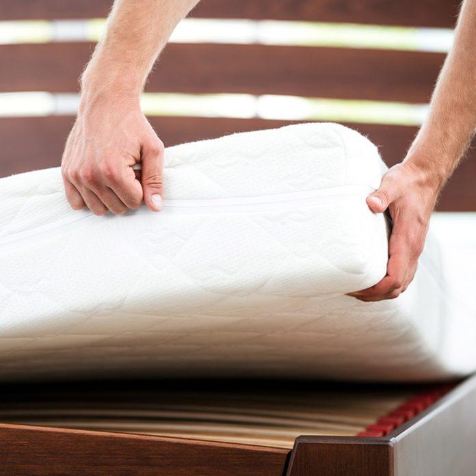 shutterstock_350725535 mattress