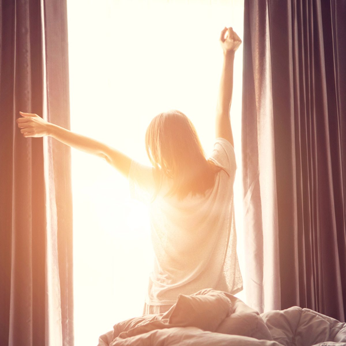 shutterstock_504765922 wake up morning sunrise stretch