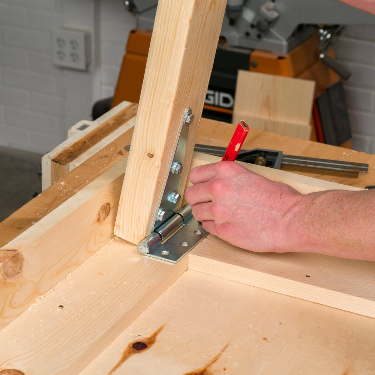 Fold Up Workbench Cut and attach Legs