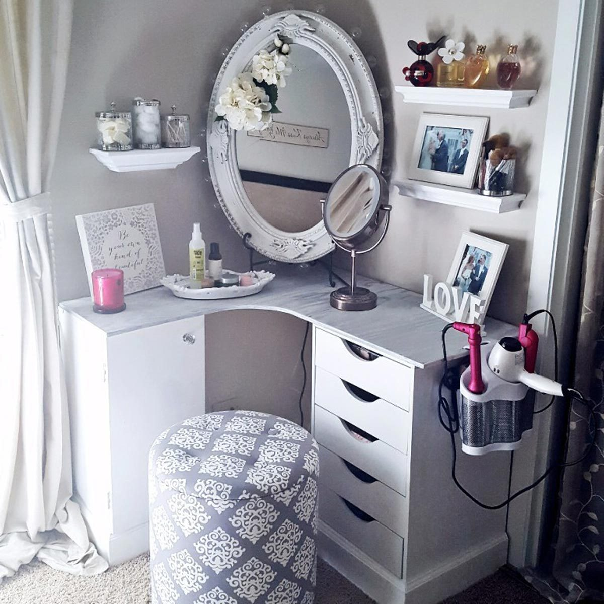 Corner Fit make-up vanity