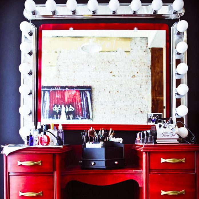 Make-up vanity hollywood lights