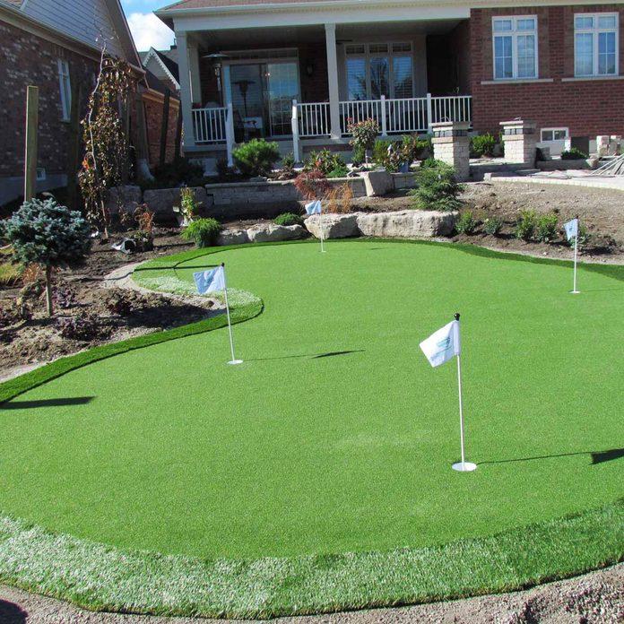 backyard-putting-green