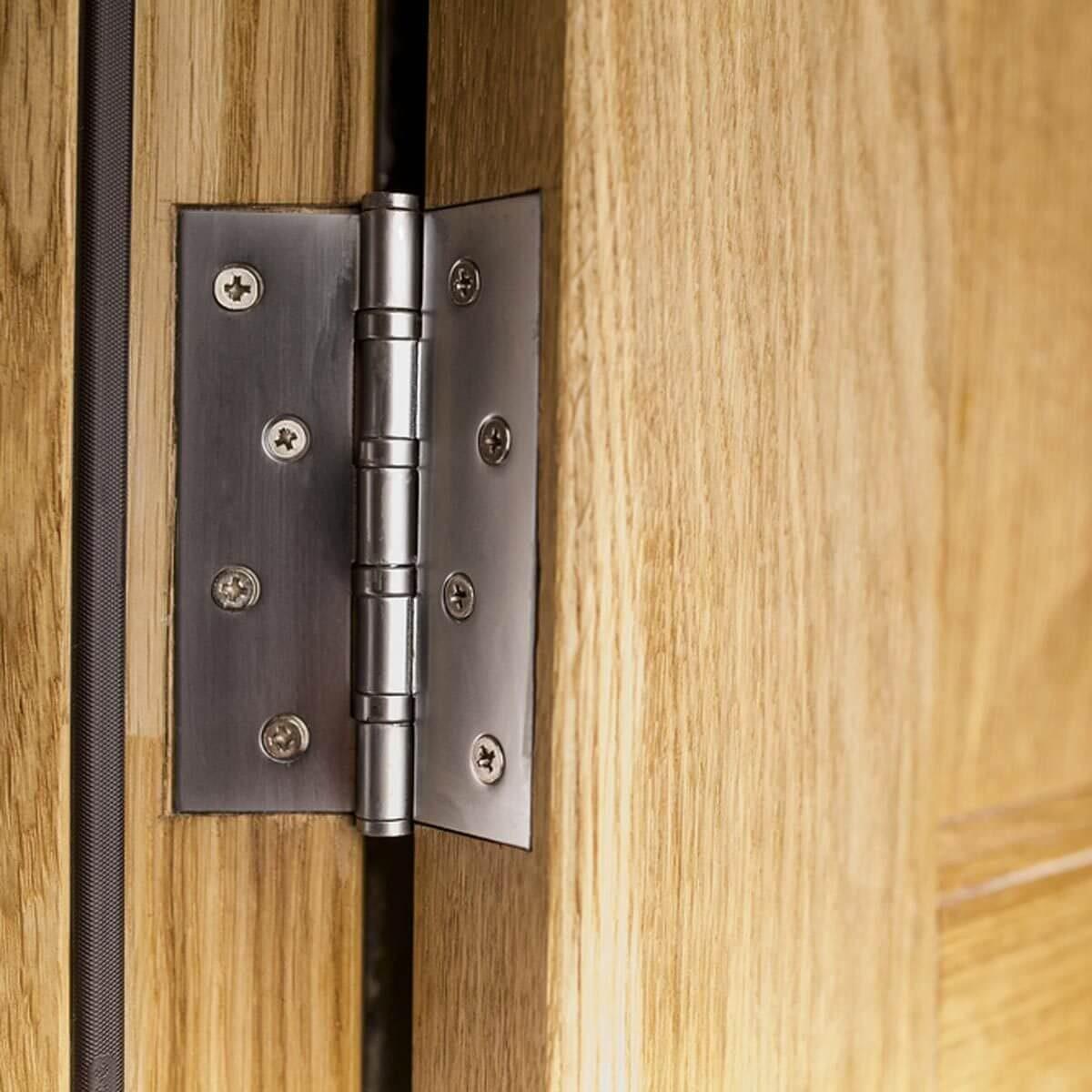 squeaky door hinge