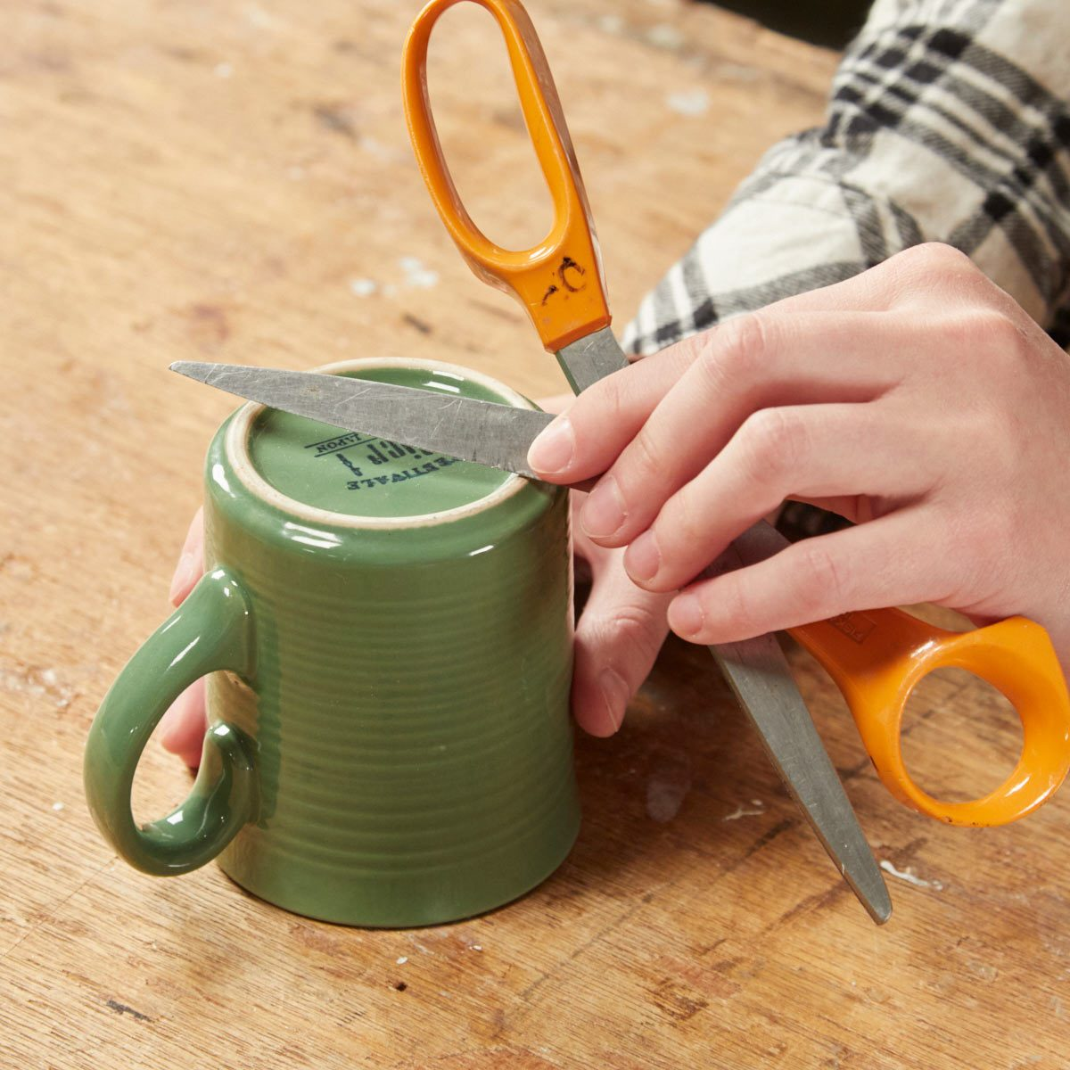 HH sharpening scissor blades on coffee mug