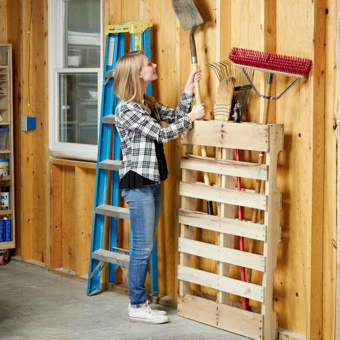 HH long handled yard tool pallet organization hack