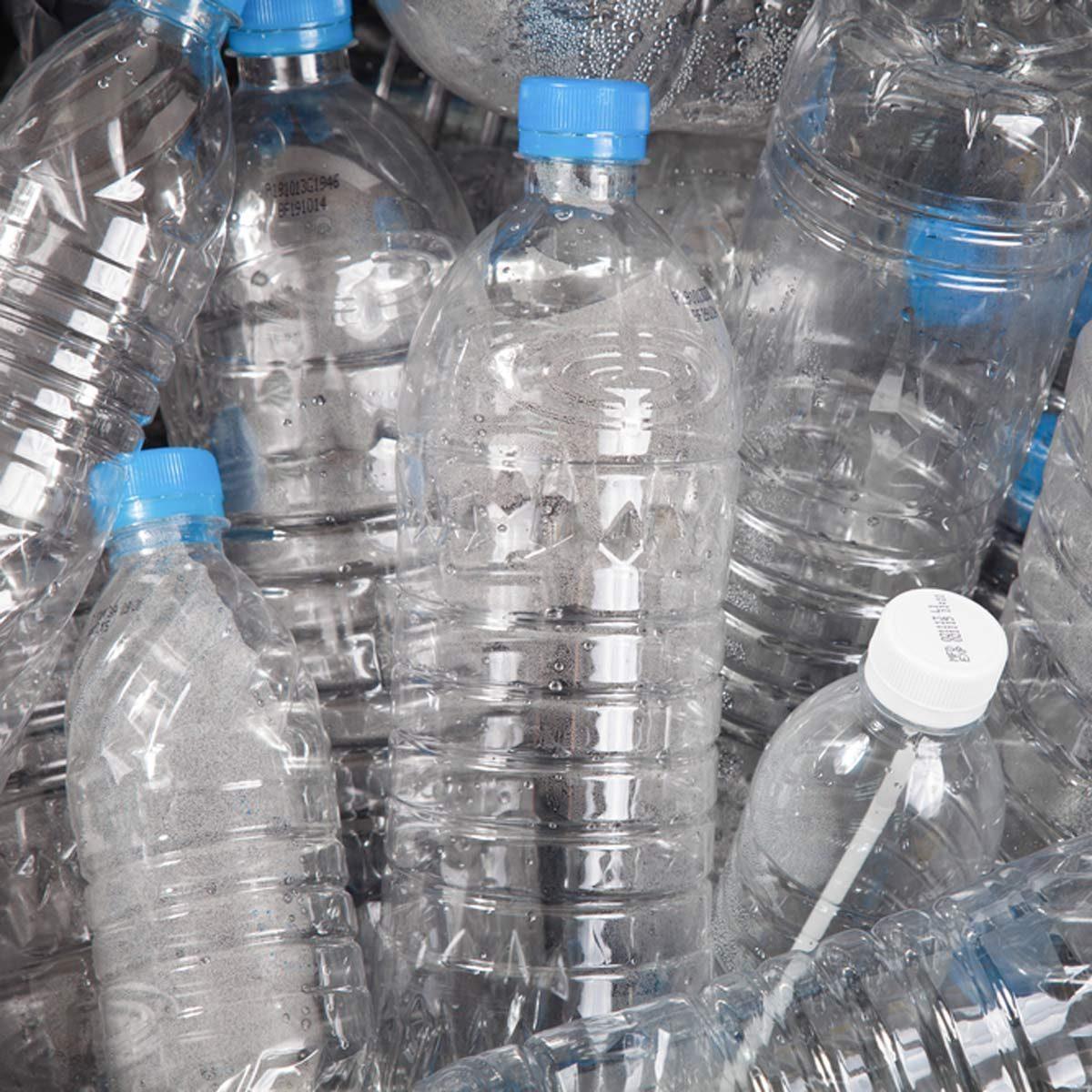 plastic water bottles empty unclog a toilet