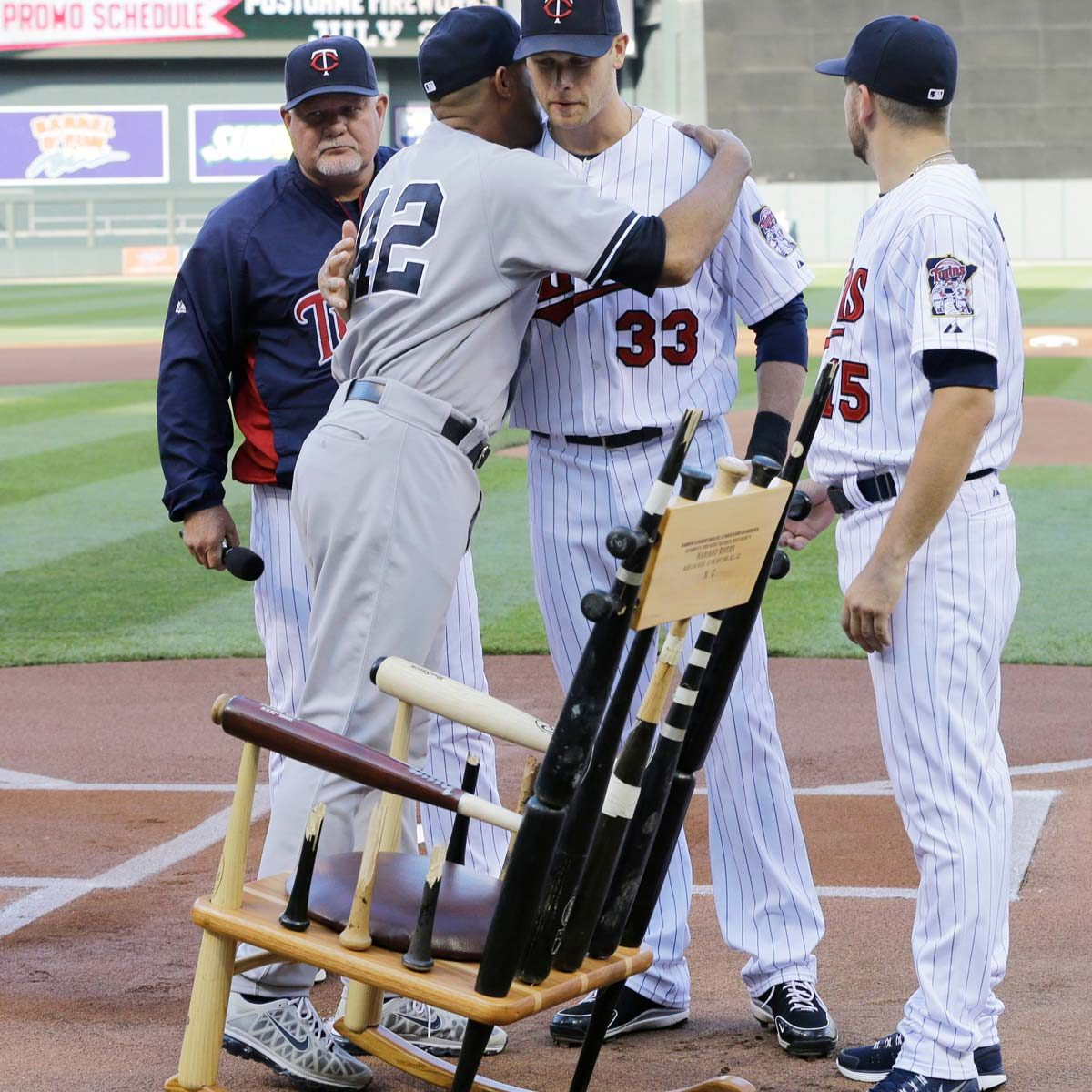 mariano-rivera-broken-bat-chair