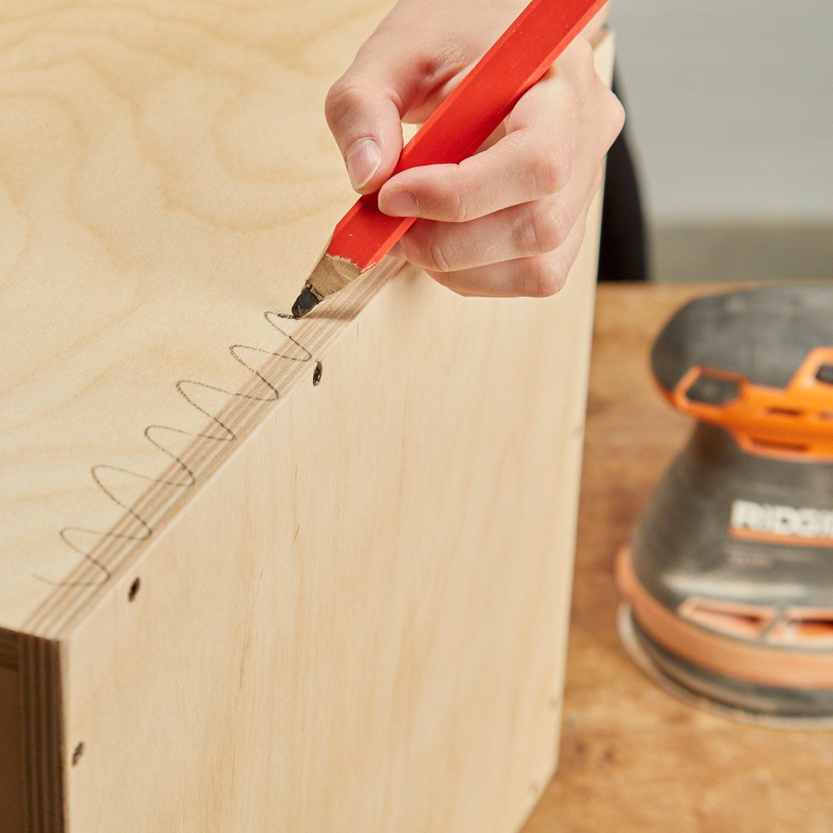 HH sanding even surfaces squiggle line