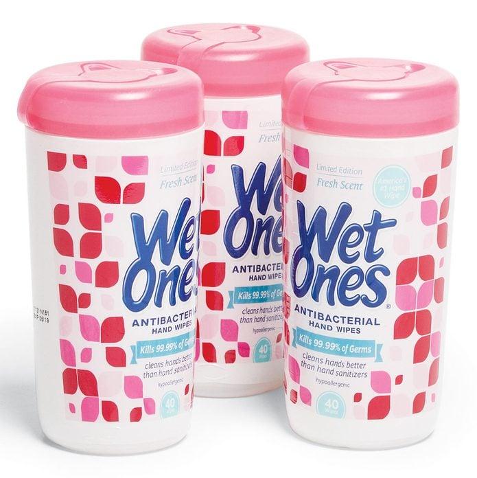 wet wipes clean