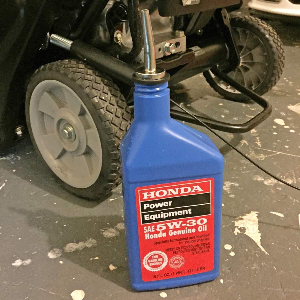 Motor oil smart spout olive oil bottle topper