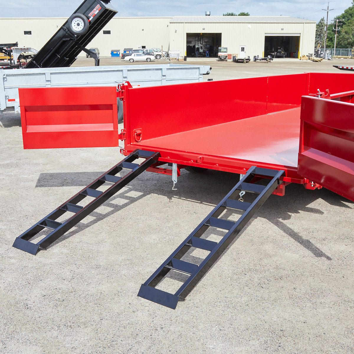 Ramps up into the trailer bed | Construction Pro Tips