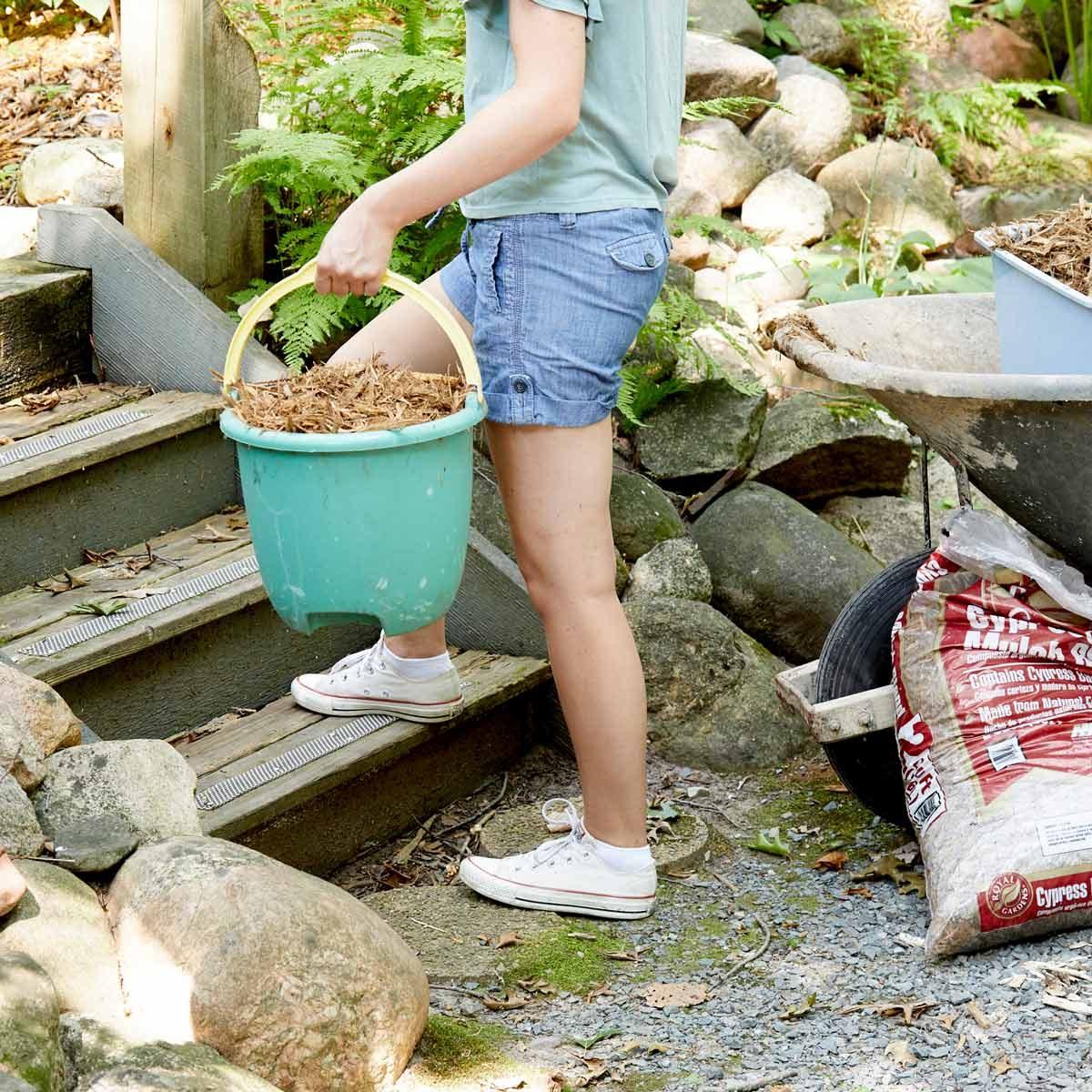 HH easy mulch spreading handy hint buckets