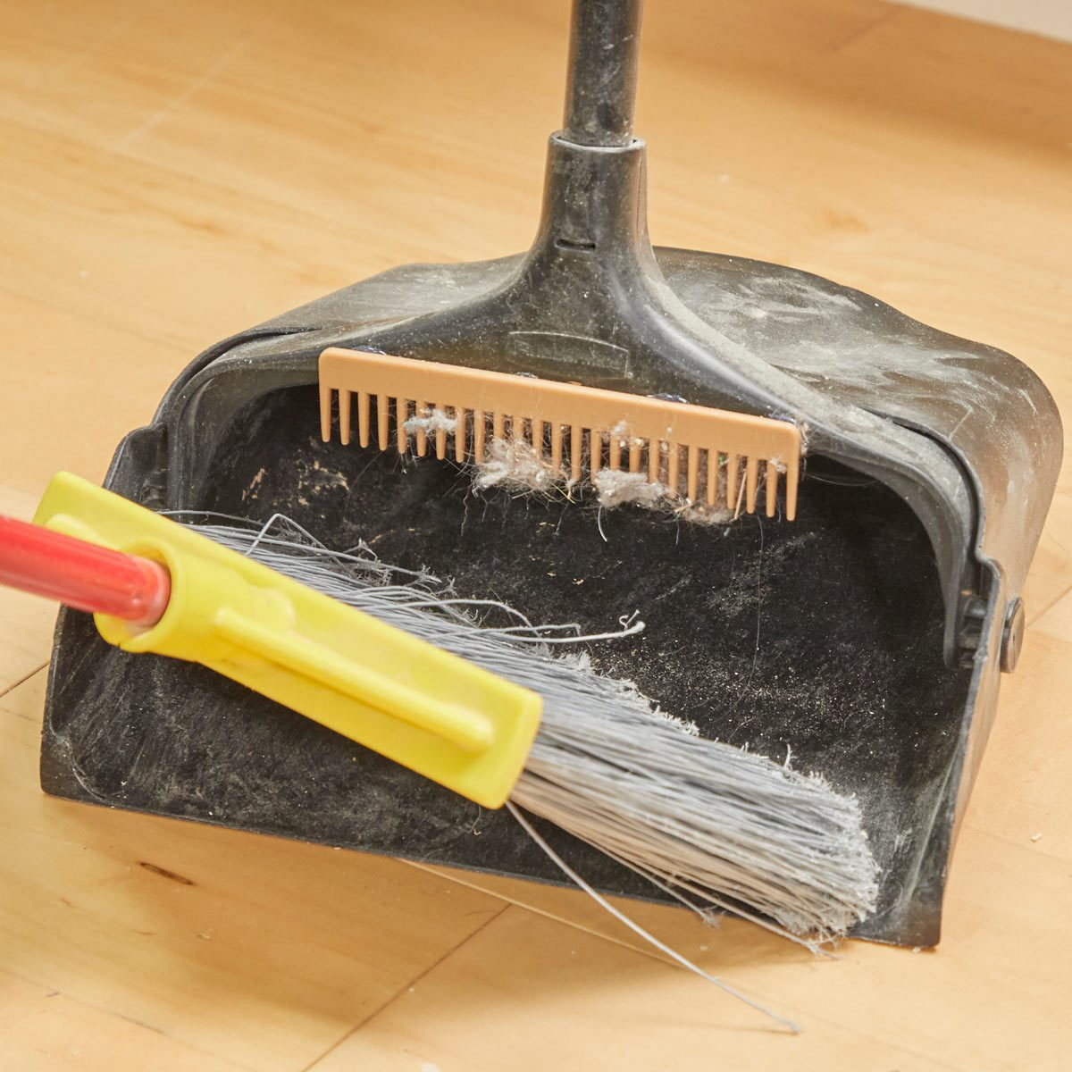 HH Handy Hint broom wide tooth comb dust bunny dustpan hack