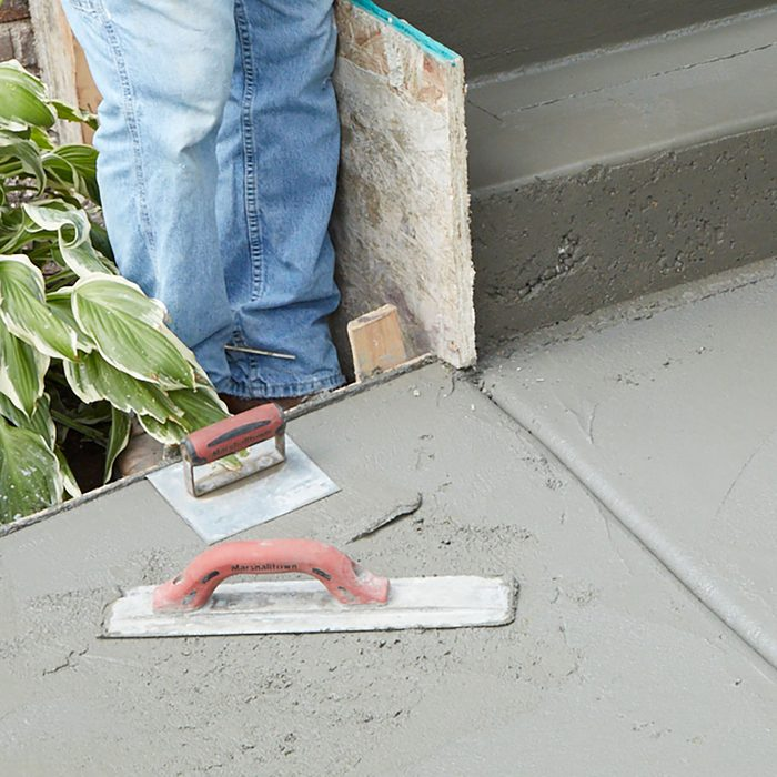 Placing tools on a concrete surface so they don't dry out   Construction Pro Tips