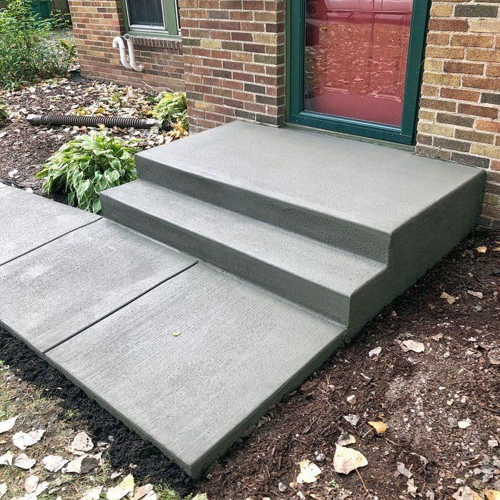Freshly poured concrete steps   Construction Pro Tips