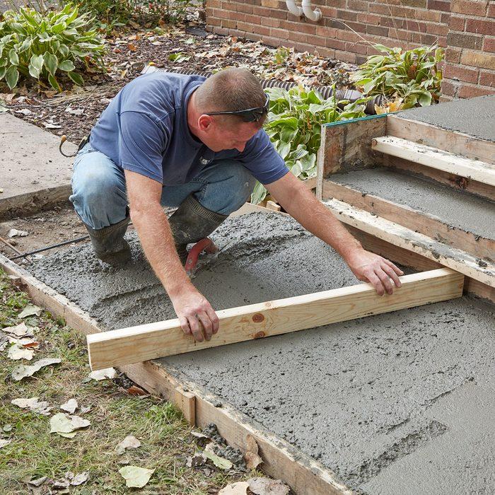 Screeding the sidewalk   Construction Pro Tips