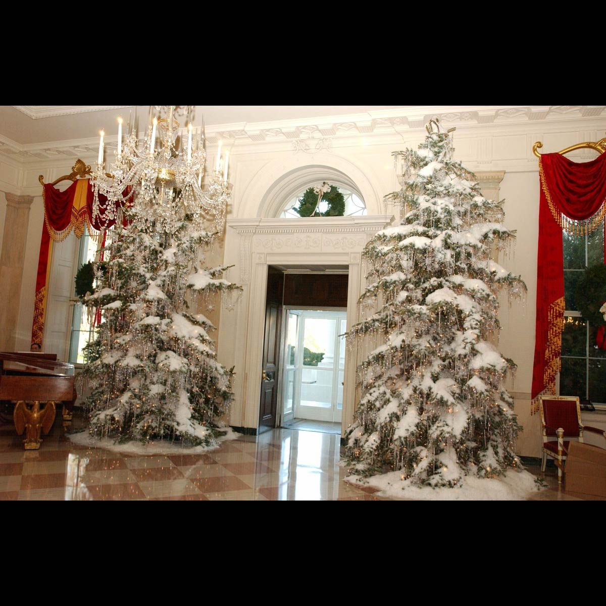 White House decorations 2001