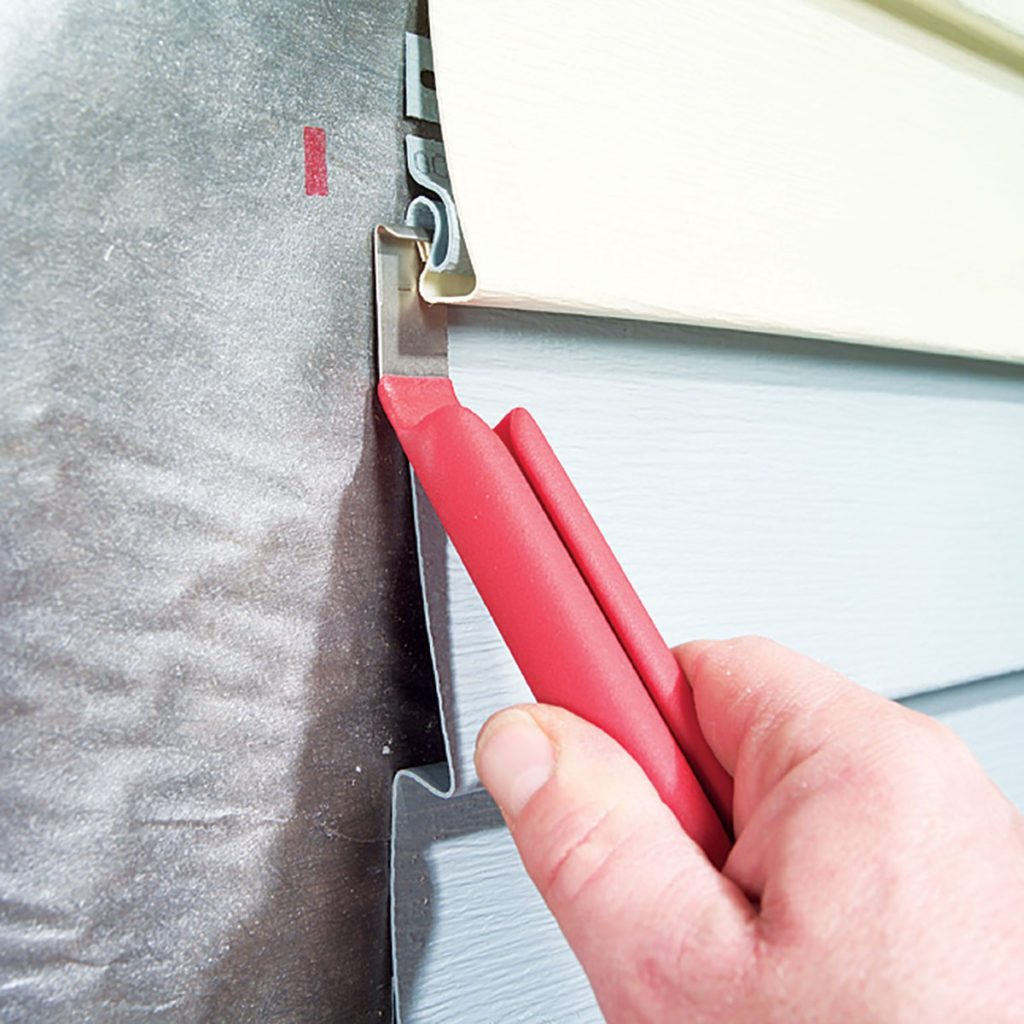 Using a vinyl siding removal tool | Construction Pro Tips