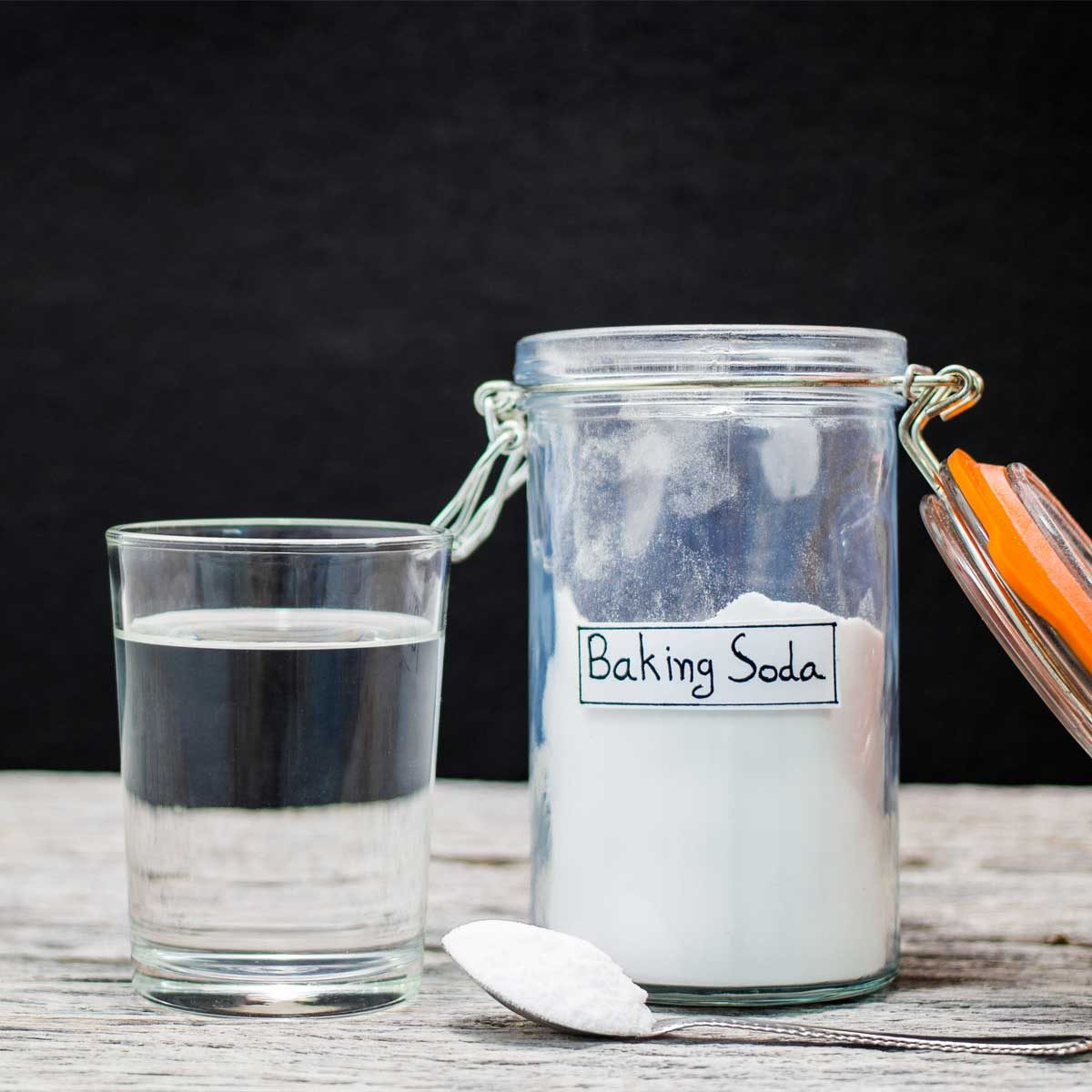 remove scratches in glass with baking soda and water