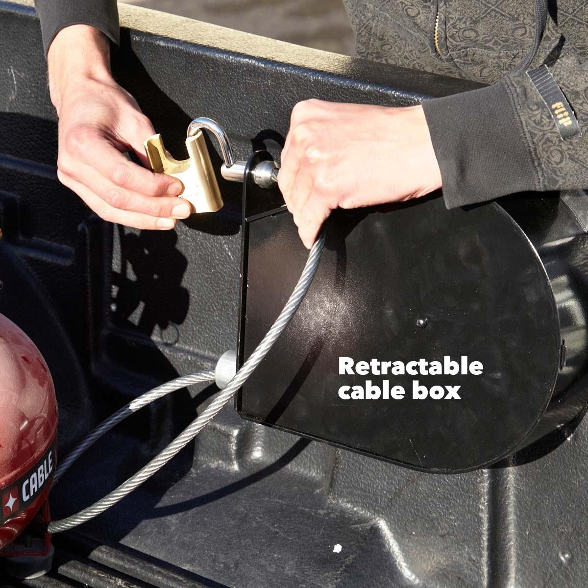 FH12MAR_526_13_035-1200 retractable cable box