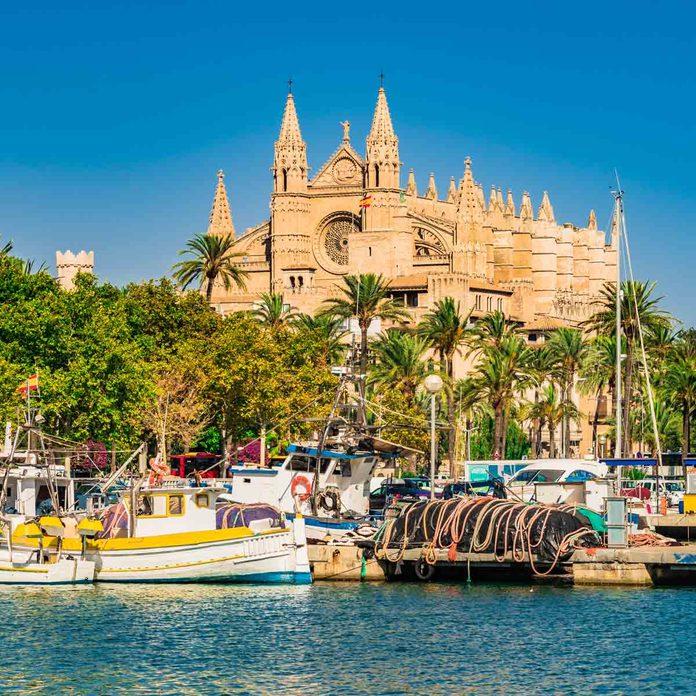 Spain, Palma de Majorca port marina with view of the famous Cathedral church La Seu, Mallorca Balearic Islands, Mediterranean Sea.
