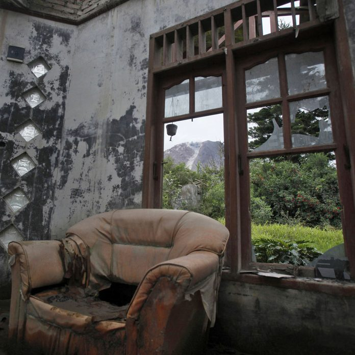 Abandoned-home-in-Indonesia-following-a-volcano-eruption