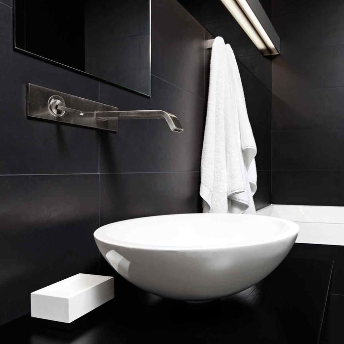 Modern-minimalism-style-bathroom-interior-in-black-and-white-tones