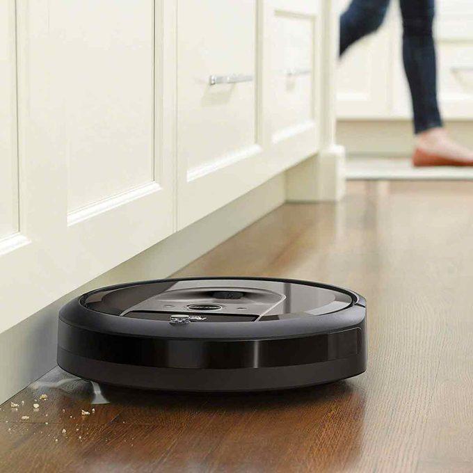 Roomba-i7 picks up kitchen crumbs