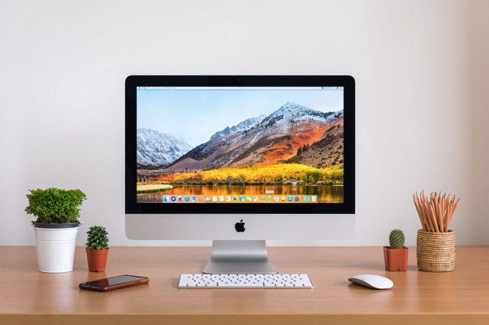 mac desktop computer screen on desk
