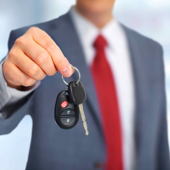 Hand-with-a-new-Car-keys