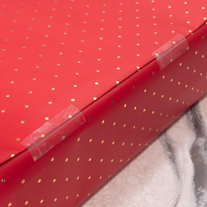 tape folded seam present